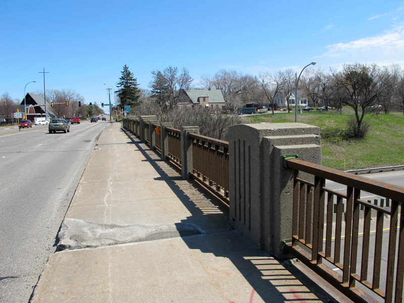 Another view of the south railing of bridge 5598.